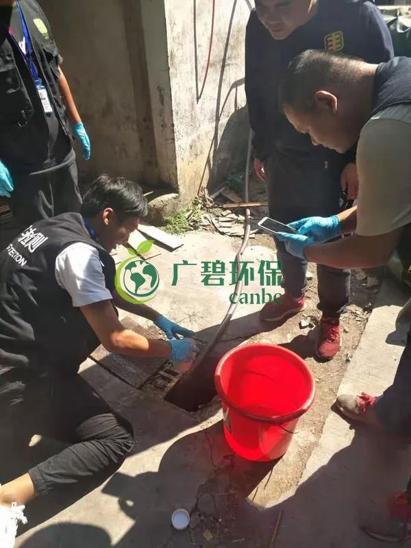 """东莞龙背岭惊现""""红水河"""",一企业涉嫌偷排被立案调查"""