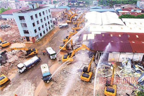 顺德龙江出动100多台工程机械开展村级工业园改造集中拆除行动